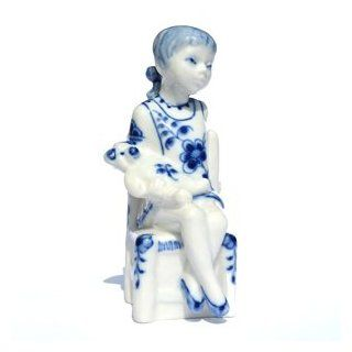 Royal Copenhagen Figurine 5195 Blue Fluted Girl w Teddy Bear   Collectible Figurines