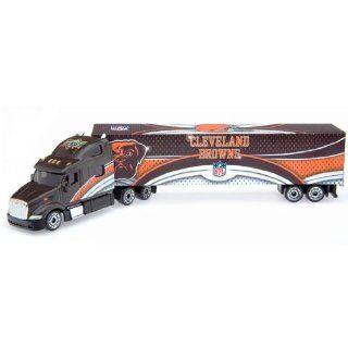 2008 Upper Deck Collectibles NFL Peterbilt Tractor Trailer   Cleveland Browns Diecast NFL  Sports Fan Toy Vehicles  Sports & Outdoors