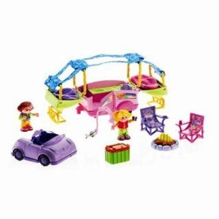 Fisher Price Little People   Sarah Lynn And Her Camping Adventure Toys & Games