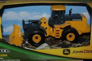150 John Deere 824K Wheel Loader Ertl Toys & Games