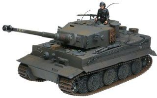 Series 2 WWII German Tiger 1 Tank in 118 Scale Toys & Games