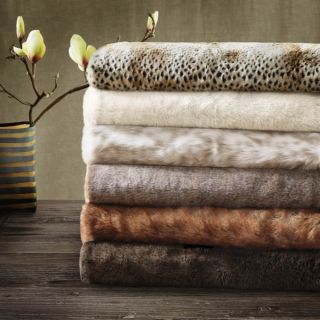 Madison Park Signature Luxury Faux Fur Throw in Gift Box   16628761